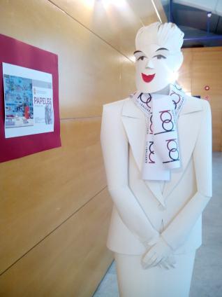 Una de las esculturas a la entrada de la exposición