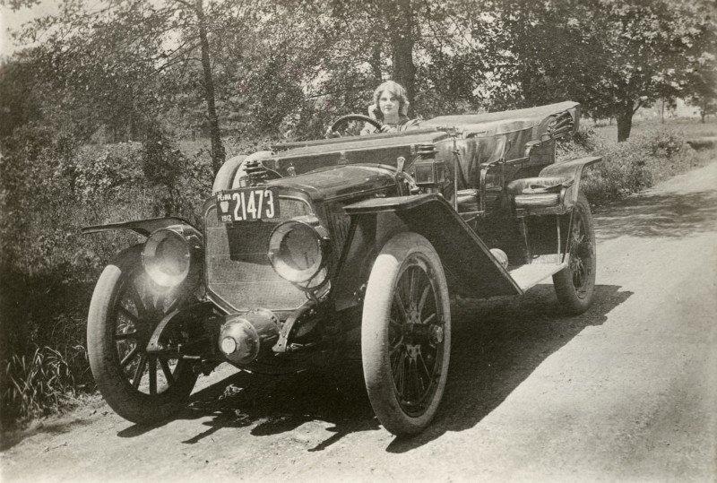 Florence Lawrence en su coche
